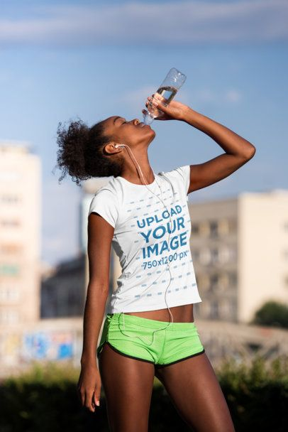 Jersey Mockup of a Female Runner Drinking Water 34376-r-el2