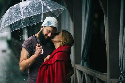 Beanie Mockup of a Man Under the Rain with His Girlfriend 34458-r-el2