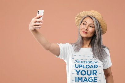 Selfie Mockup of a Middle-Aged Woman with a T-Shirt at a Studio 39143-r-el2