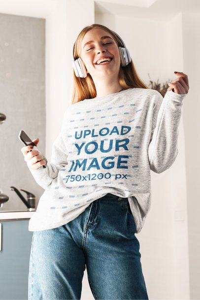 Sweatshirt Mockup of a Happy Woman Singing and Dancing 39833-r-el2